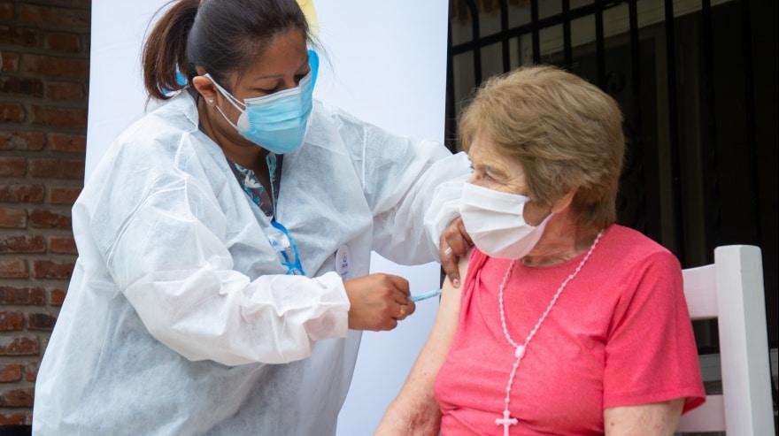Comienzan a vacunar a los mayores de 70 años en la provincia